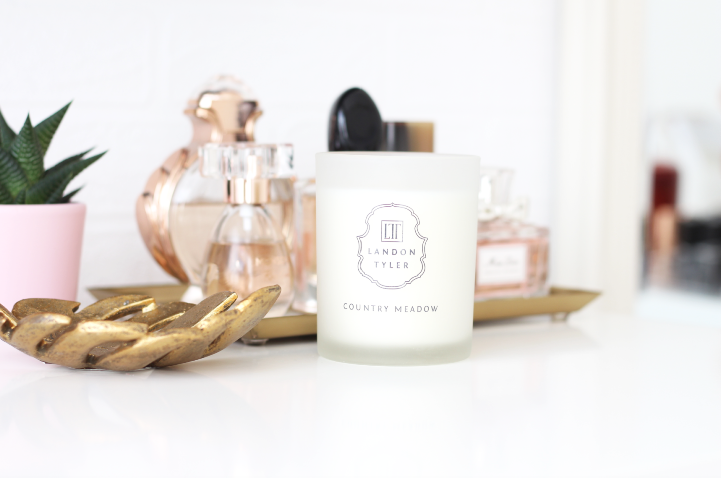 A LUXURIOUS MINIMALISTIC HOME FRAGRANCE