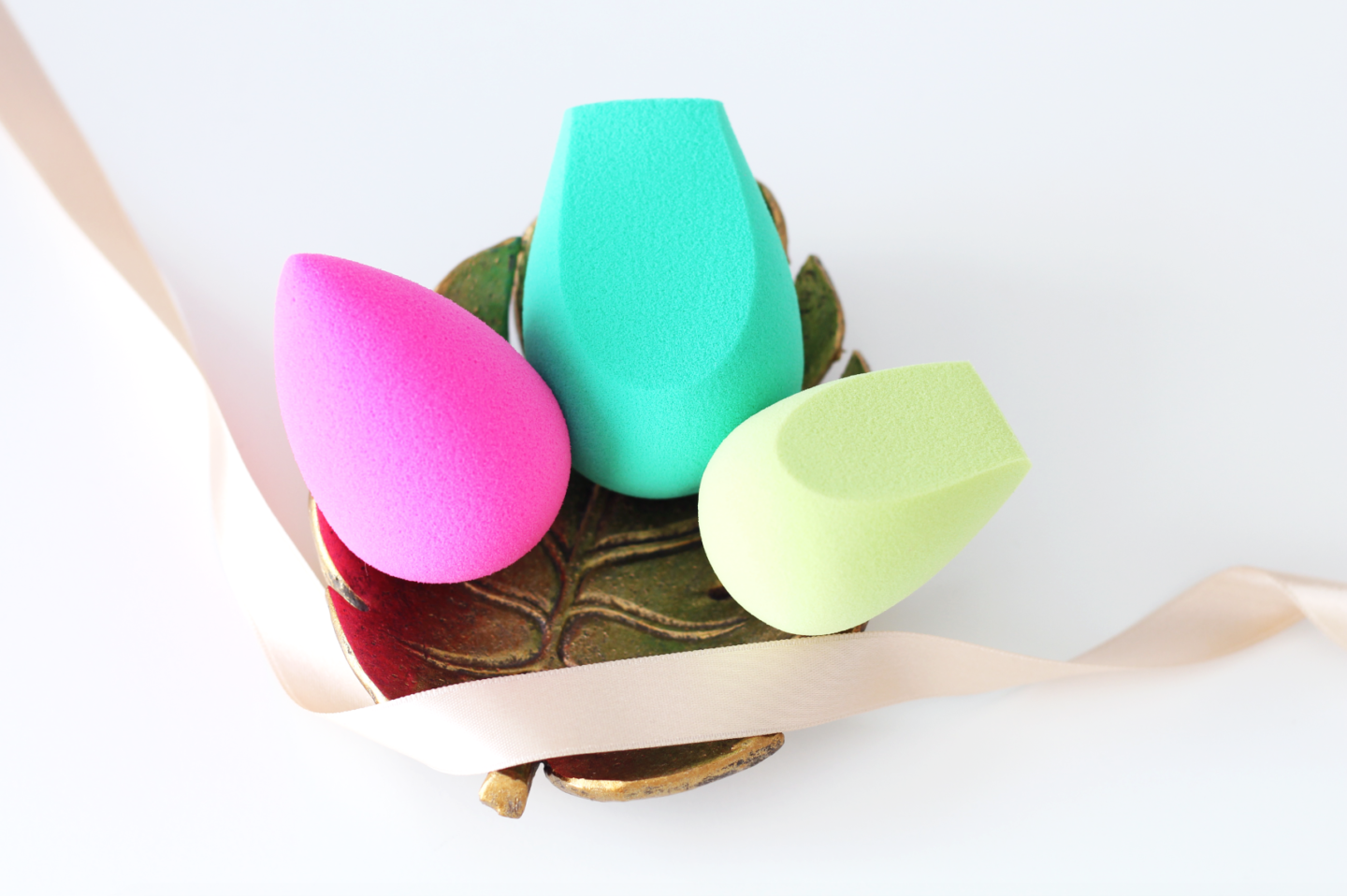 ECO TOOLS SPONGES vs BEAUTYBLENDER